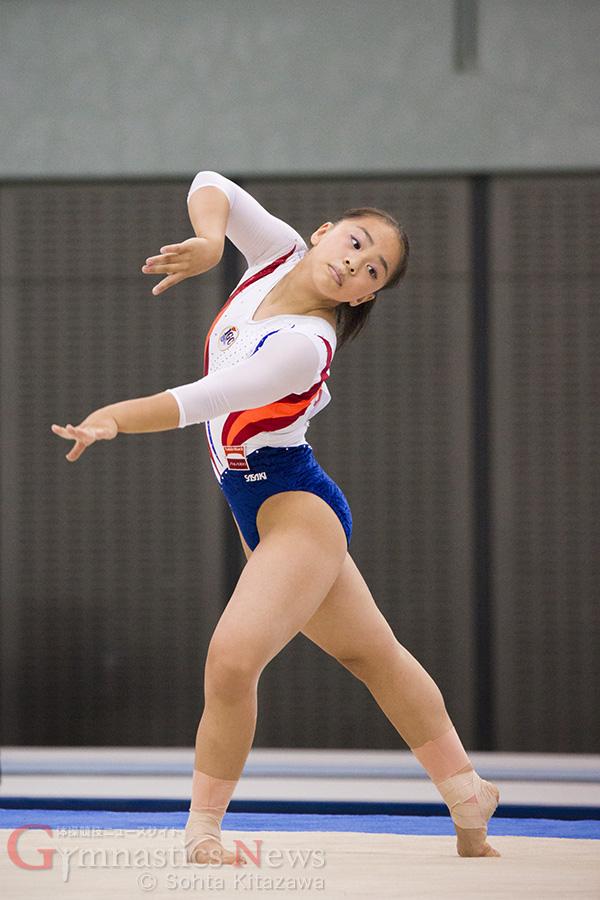 ゆかで連覇を果たした村上茉愛。自信あふれる演技で世界選手権への切符もつかんだ