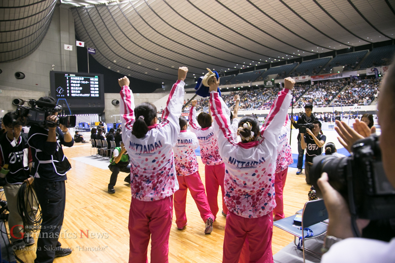 優勝が決定し喜びを爆発させる日本体育大学女子チーム。2年ぶりの優勝となった