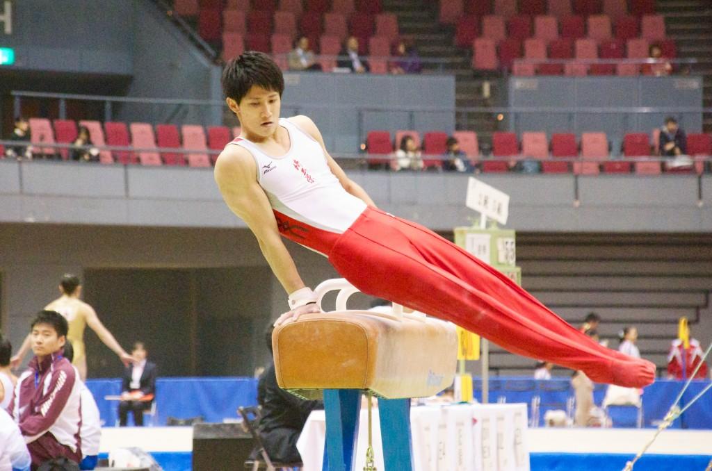 つま先まで一直線に伸びた姿勢が美しい加藤裕斗(埼玉栄高校)