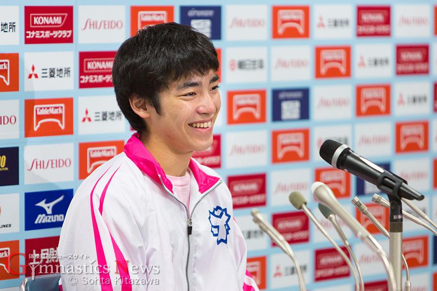 ピンクのジャージが新鮮な白井健三