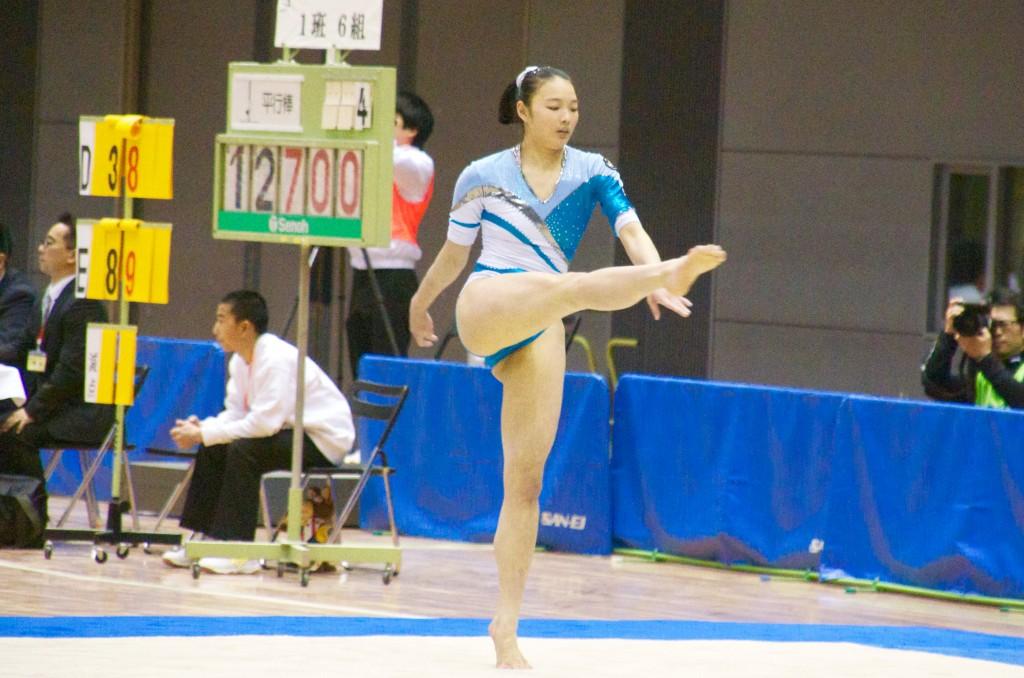 脚を水平に伸ばした姿勢が素晴らしい植﨑梨乃(鈴峯女子高校)