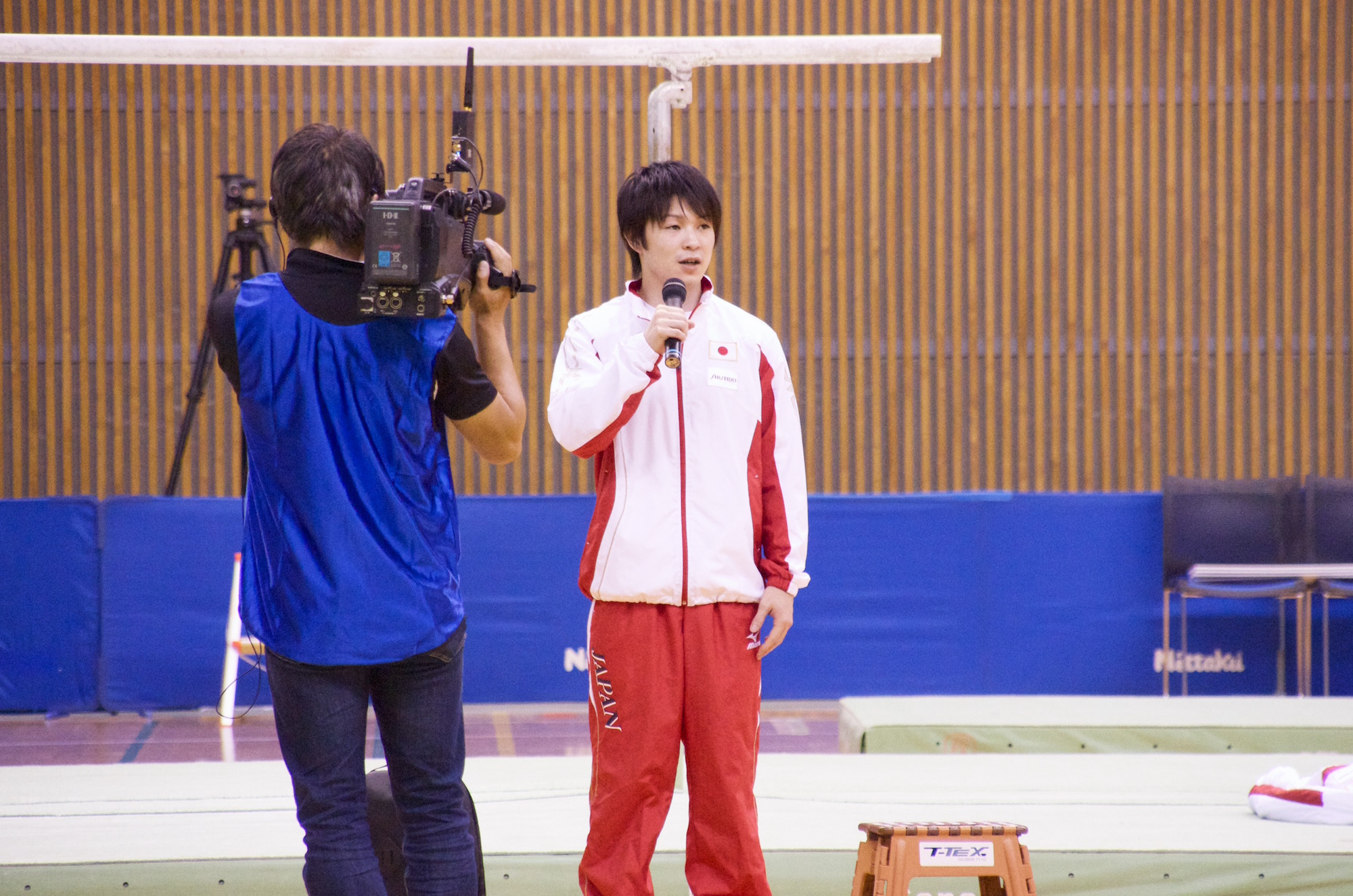 ファンの前で金メダルの報告をした内村。来年はオリンピック金メダリストとして報告したいと意気込みを語った